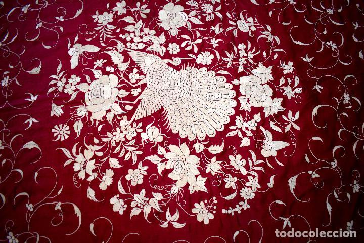 Antigüedades: Impresionante Colcha isabelina tipo mantón Manila seda color buganvilla bordado manual 200x250 cm - Foto 4 - 129551939