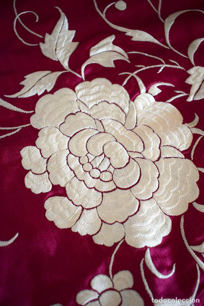 Antigüedades: Impresionante Colcha isabelina tipo mantón Manila seda color buganvilla bordado manual 200x250 cm - Foto 6 - 129551939
