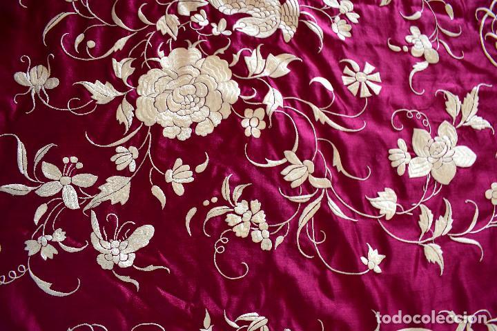 Antigüedades: Impresionante Colcha isabelina tipo mantón Manila seda color buganvilla bordado manual 200x250 cm - Foto 8 - 129551939