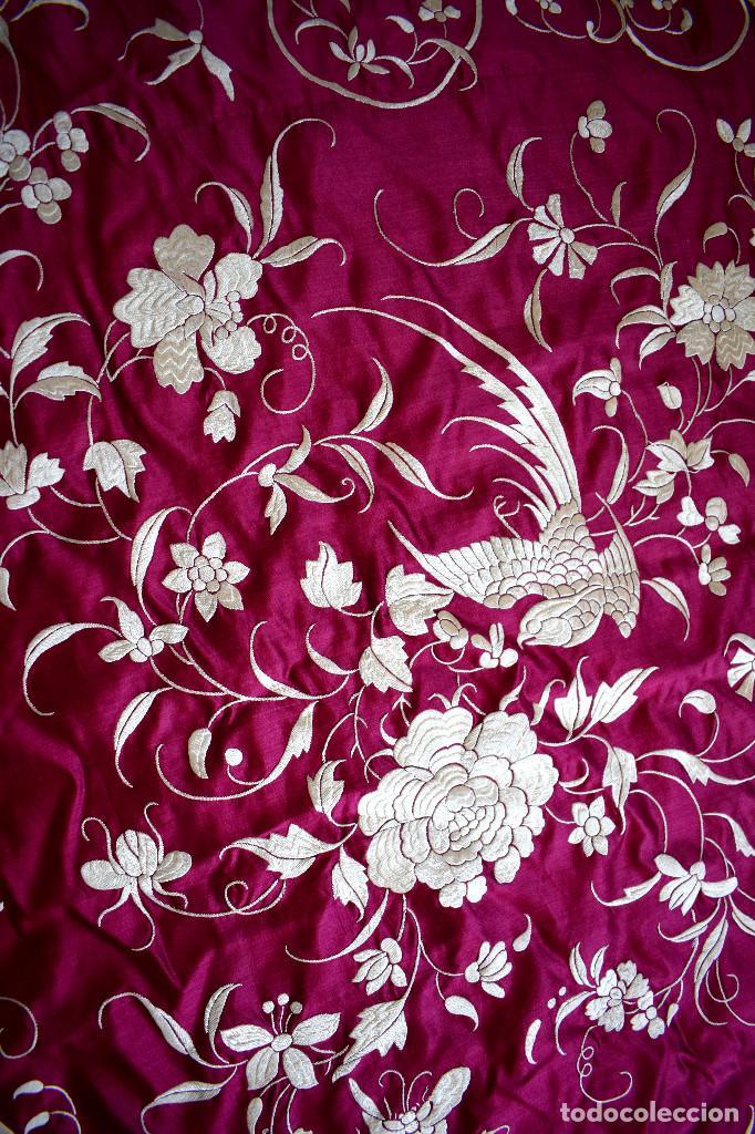 Antigüedades: Impresionante Colcha isabelina tipo mantón Manila seda color buganvilla bordado manual 200x250 cm - Foto 10 - 129551939