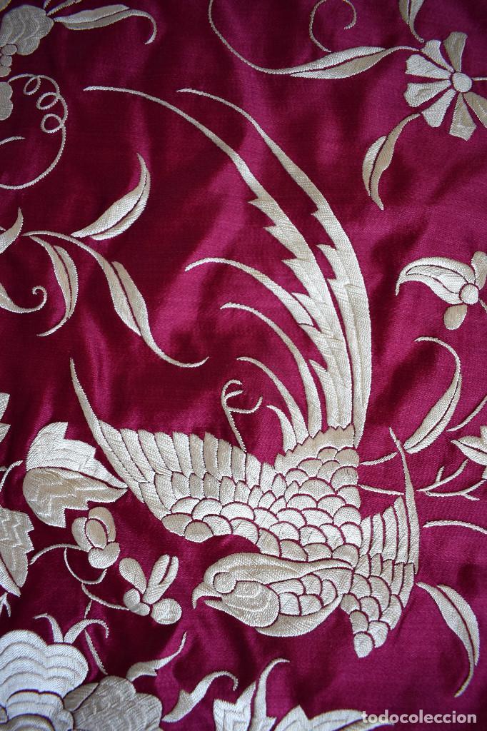 Antigüedades: Impresionante Colcha isabelina tipo mantón Manila seda color buganvilla bordado manual 200x250 cm - Foto 11 - 129551939