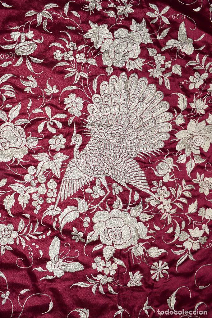 Antigüedades: Impresionante Colcha isabelina tipo mantón Manila seda color buganvilla bordado manual 200x250 cm - Foto 13 - 129551939