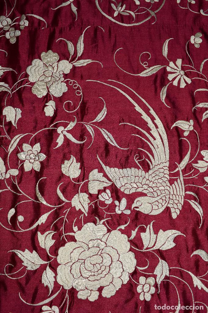 Antigüedades: Impresionante Colcha isabelina tipo mantón Manila seda color buganvilla bordado manual 200x250 cm - Foto 14 - 129551939