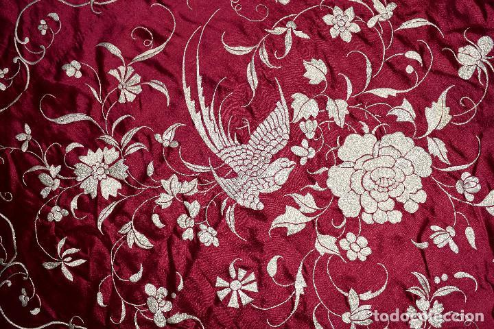 Antigüedades: Impresionante Colcha isabelina tipo mantón Manila seda color buganvilla bordado manual 200x250 cm - Foto 15 - 129551939
