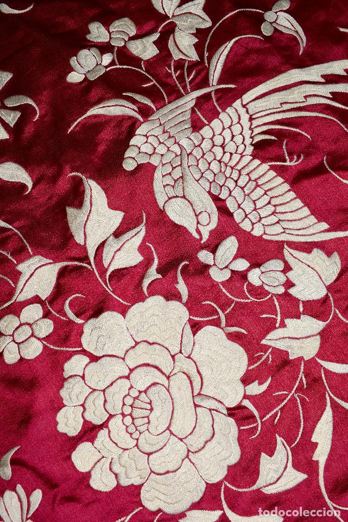 Antigüedades: Impresionante Colcha isabelina tipo mantón Manila seda color buganvilla bordado manual 200x250 cm - Foto 16 - 129551939