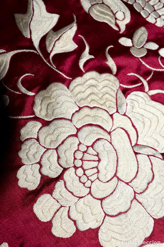 Antigüedades: Impresionante Colcha isabelina tipo mantón Manila seda color buganvilla bordado manual 200x250 cm - Foto 17 - 129551939