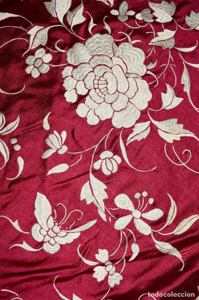 Antigüedades: Impresionante Colcha isabelina tipo mantón Manila seda color buganvilla bordado manual 200x250 cm - Foto 18 - 129551939