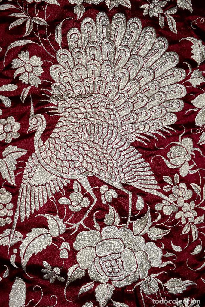 Antigüedades: Impresionante Colcha isabelina tipo mantón Manila seda color buganvilla bordado manual 200x250 cm - Foto 19 - 129551939