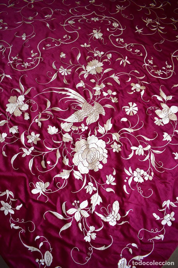 Antigüedades: Impresionante Colcha isabelina tipo mantón Manila seda color buganvilla bordado manual 200x250 cm - Foto 21 - 129551939
