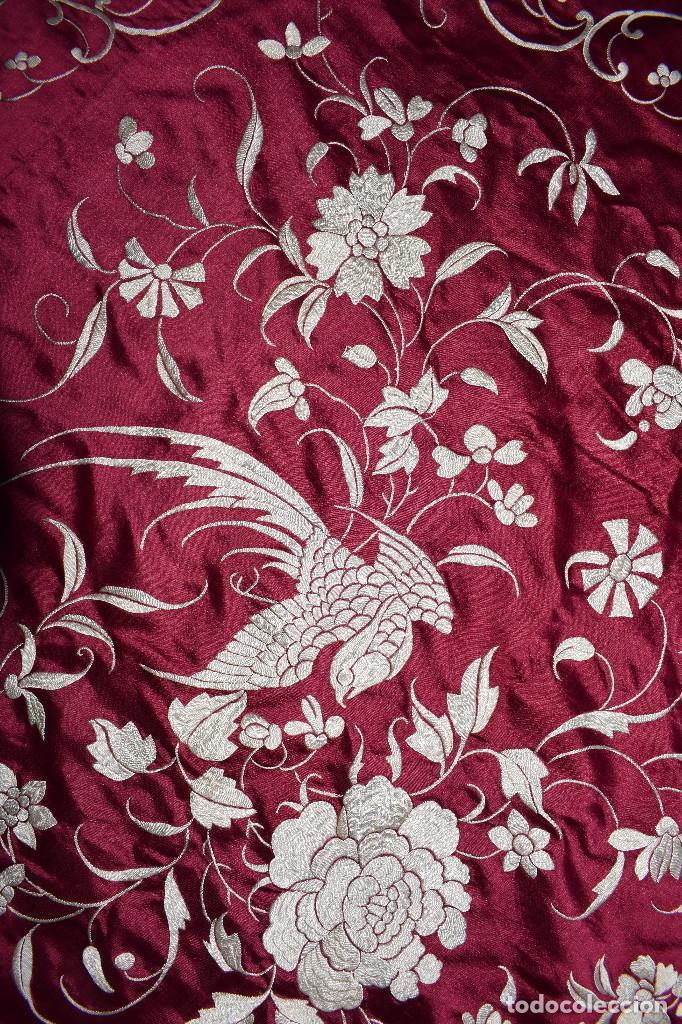 Antigüedades: Impresionante Colcha isabelina tipo mantón Manila seda color buganvilla bordado manual 200x250 cm - Foto 23 - 129551939