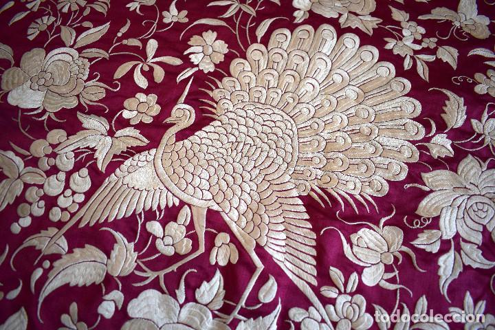 Antigüedades: Impresionante Colcha isabelina tipo mantón Manila seda color buganvilla bordado manual 200x250 cm - Foto 28 - 129551939