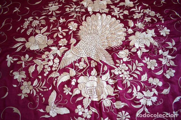 Antigüedades: Impresionante Colcha isabelina tipo mantón Manila seda color buganvilla bordado manual 200x250 cm - Foto 29 - 129551939