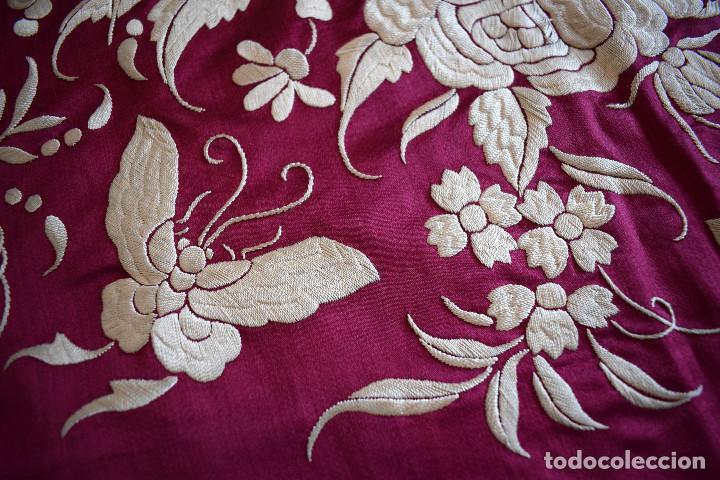Antigüedades: Impresionante Colcha isabelina tipo mantón Manila seda color buganvilla bordado manual 200x250 cm - Foto 30 - 129551939