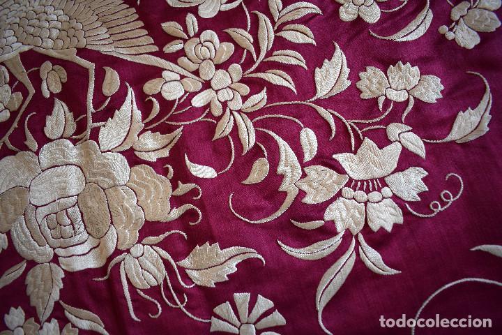 Antigüedades: Impresionante Colcha isabelina tipo mantón Manila seda color buganvilla bordado manual 200x250 cm - Foto 31 - 129551939