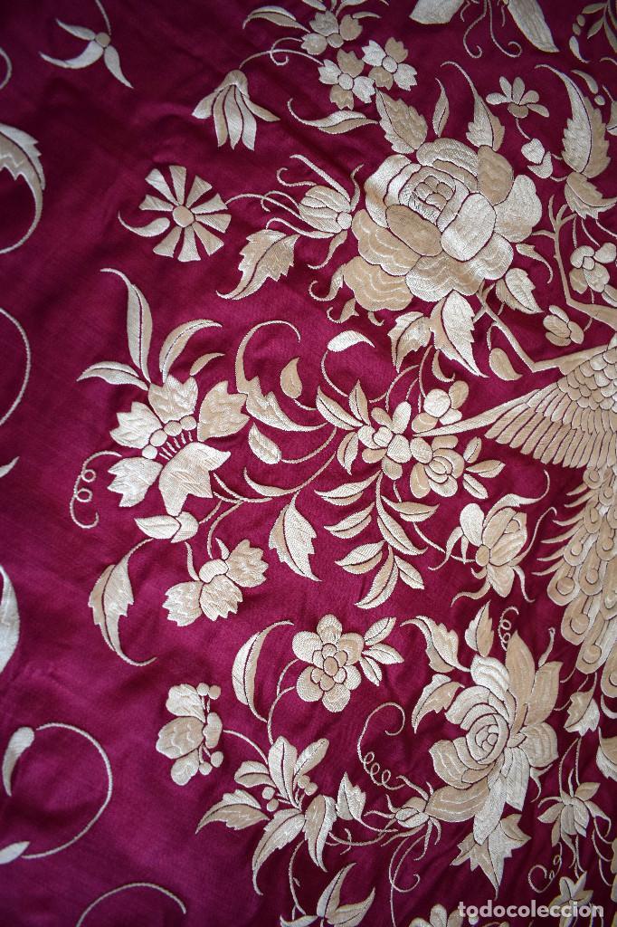 Antigüedades: Impresionante Colcha isabelina tipo mantón Manila seda color buganvilla bordado manual 200x250 cm - Foto 32 - 129551939
