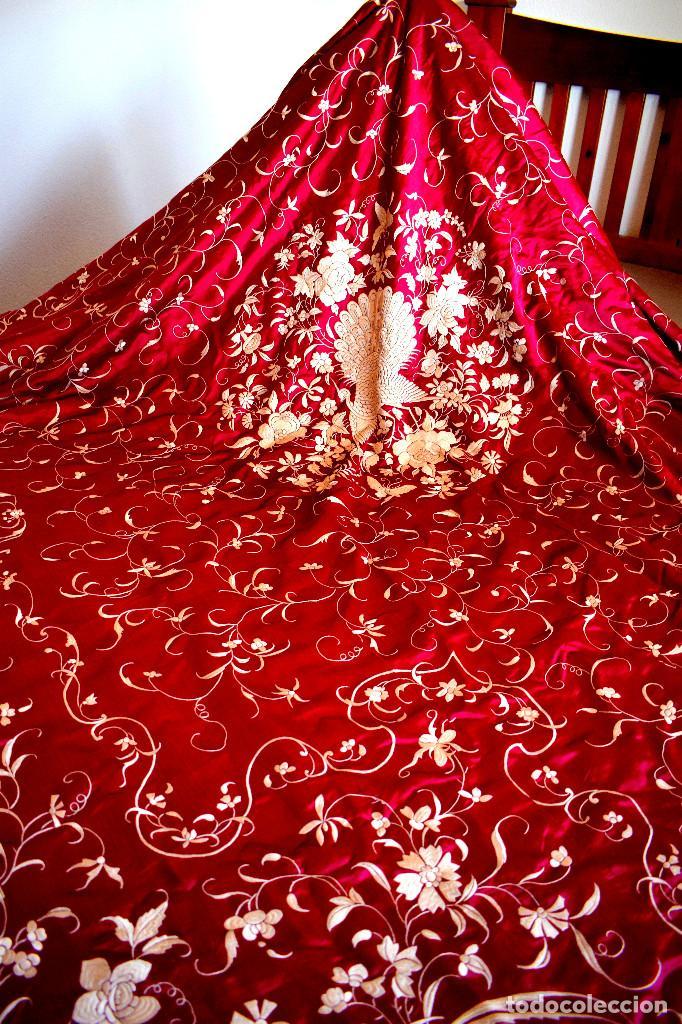 Antigüedades: Impresionante Colcha isabelina tipo mantón Manila seda color buganvilla bordado manual 200x250 cm - Foto 33 - 129551939