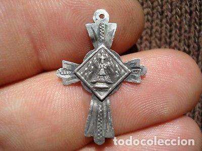 MEDALLA CRUCIFIJO DE PLATA VIRGEN DE MONSERRAT. (Antigüedades - Religiosas - Medallas Antiguas)