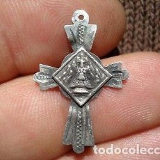 Antigüedades: MEDALLA CRUCIFIJO DE PLATA VIRGEN DE MONSERRAT.. Lote 129586311