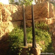 Antigüedades: TAXIDERMIA DE 2 ESPADAS DE PEZ ESPADA O EMPERADOR.- MEDIDAS 70'5 CTS. X 8 DE ANCHO Y 67 X 8. Lote 129587847
