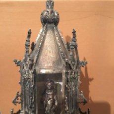 Antigüedades: MASSA PROCESIONAL DE PLATA S.XVI PUNZONES ILEGIBLES , EN EL INTERIOR SANTO CON UN CÁLIZ EN LA MANO. Lote 129697890