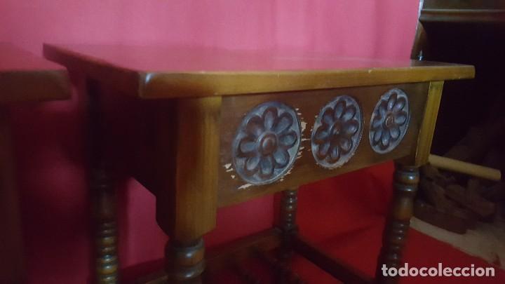 Antigüedades: Pareja de mesillas en madera tallada. - Foto 3 - 129699071