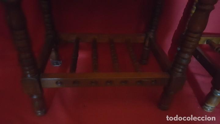 Antigüedades: Pareja de mesillas en madera tallada. - Foto 5 - 129699071