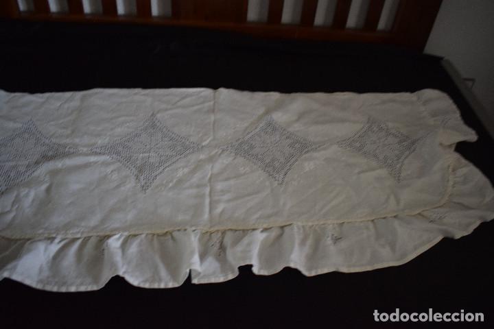 Antigüedades: Autentica colcha artesania lagarterana en lino. Es de Lagartera. dos piezas funda almohada y colcha - Foto 5 - 129701203