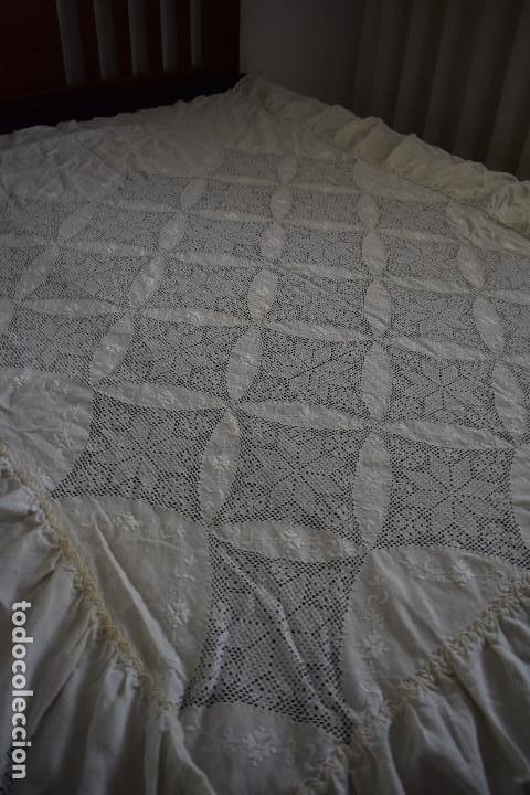 Antigüedades: Autentica colcha artesania lagarterana en lino. Es de Lagartera. dos piezas funda almohada y colcha - Foto 6 - 129701203