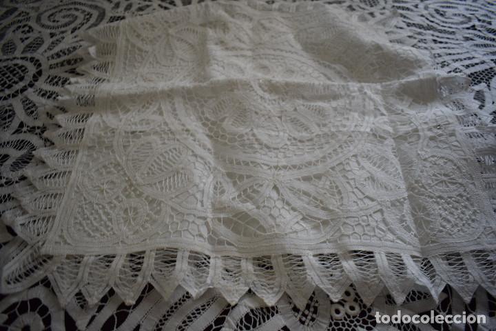 Antigüedades: Maravillosa colcha encaje de brujas encaje cintas y guipur hecha a mano. Con cojines. Impresionante - Foto 11 - 129704735