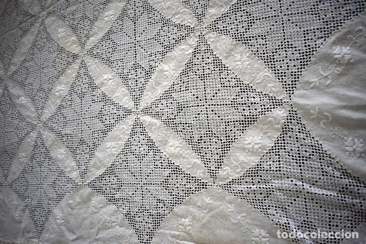Antigüedades: Autentica colcha artesania lagarterana en lino. Es de Lagartera. dos piezas funda almohada y colcha - Foto 7 - 129701203