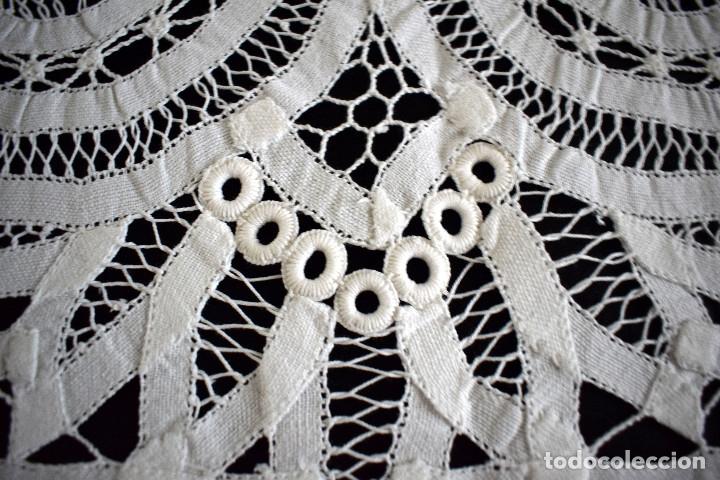 Antigüedades: Maravillosa colcha encaje de brujas encaje cintas y guipur hecha a mano. Con cojines. Impresionante - Foto 3 - 129704735