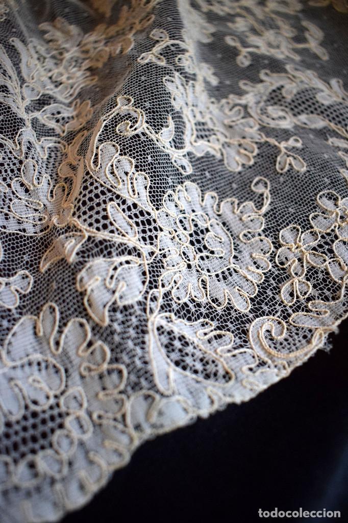 Antigüedades: Mantilla terno en blanco roto con encaje estilo alençón y bordada en pedreria - Foto 2 - 129720579