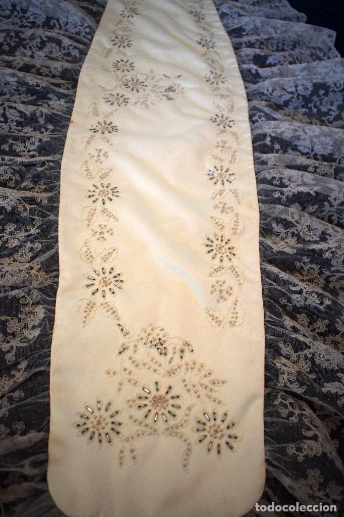 Antigüedades: Mantilla terno en blanco roto con encaje estilo alençón y bordada en pedreria - Foto 3 - 129720579