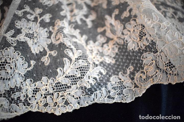 Antigüedades: Mantilla terno en blanco roto con encaje estilo alençón y bordada en pedreria - Foto 4 - 129720579