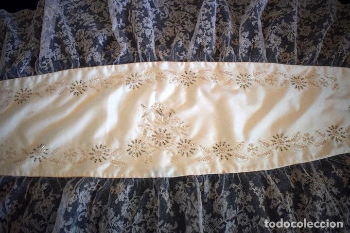 Antigüedades: Mantilla terno en blanco roto con encaje estilo alençón y bordada en pedreria - Foto 6 - 129720579