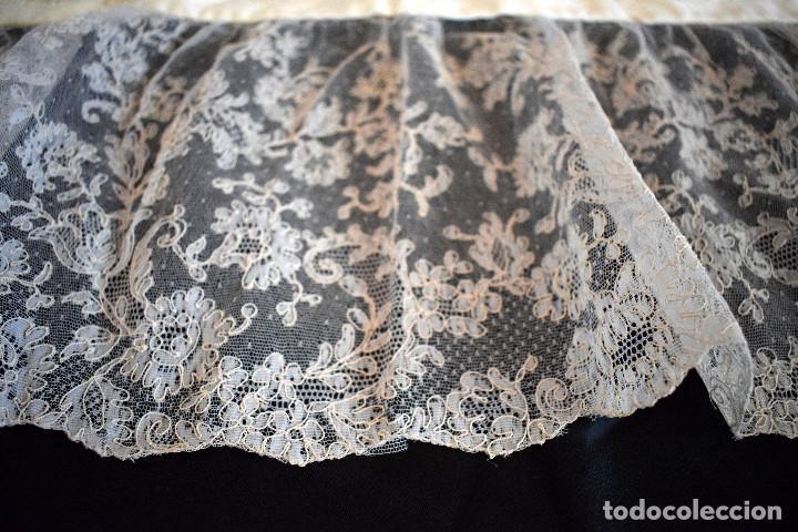 Antigüedades: Mantilla terno en blanco roto con encaje estilo alençón y bordada en pedreria - Foto 7 - 129720579