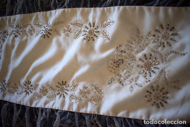Antigüedades: Mantilla terno en blanco roto con encaje estilo alençón y bordada en pedreria - Foto 9 - 129720579