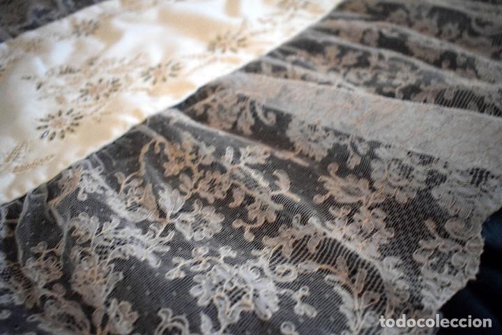 Antigüedades: Mantilla terno en blanco roto con encaje estilo alençón y bordada en pedreria - Foto 10 - 129720579