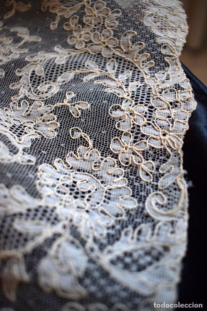 Antigüedades: Mantilla terno en blanco roto con encaje estilo alençón y bordada en pedreria - Foto 11 - 129720579
