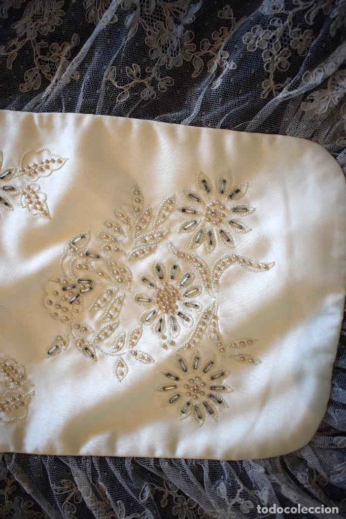 Antigüedades: Mantilla terno en blanco roto con encaje estilo alençón y bordada en pedreria - Foto 12 - 129720579