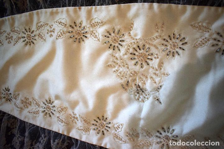 Antigüedades: Mantilla terno en blanco roto con encaje estilo alençón y bordada en pedreria - Foto 13 - 129720579