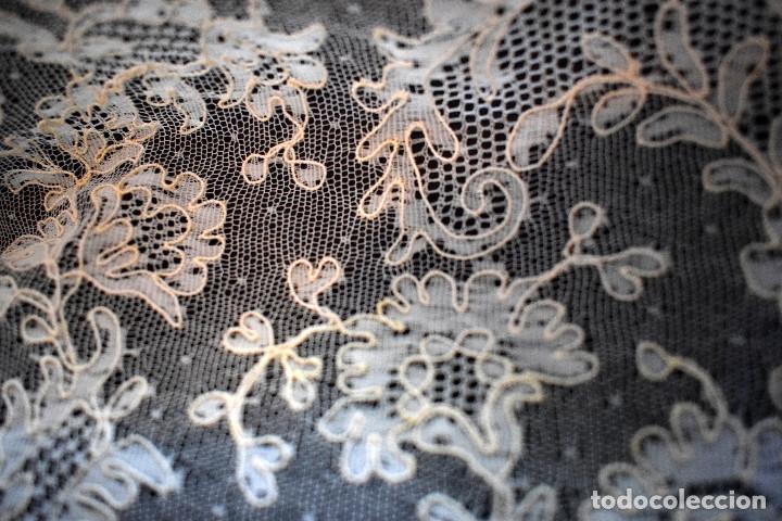 Antigüedades: Mantilla terno en blanco roto con encaje estilo alençón y bordada en pedreria - Foto 14 - 129720579