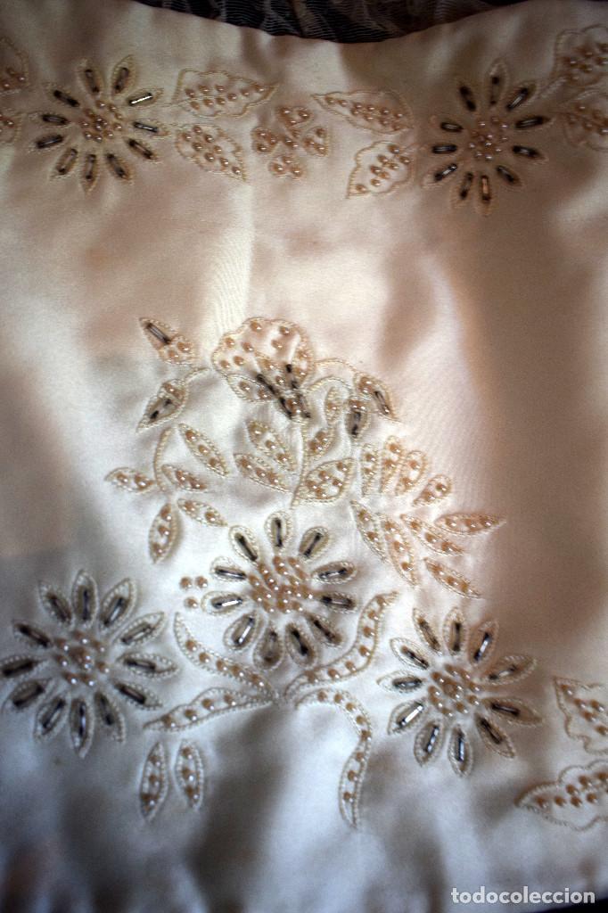 Antigüedades: Mantilla terno en blanco roto con encaje estilo alençón y bordada en pedreria - Foto 16 - 129720579