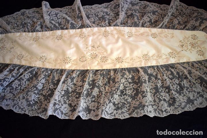 Antigüedades: Mantilla terno en blanco roto con encaje estilo alençón y bordada en pedreria - Foto 18 - 129720579