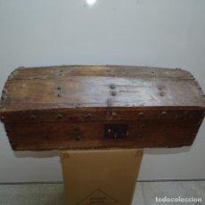 Antigüedades: CAJA,BAÚL ARCÓN EN MADERA CON REMACHES DE HIERRO MUY ANTIGUO.S.XVII-S.XVIII ?. Lote 129724419