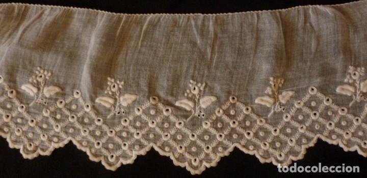 ANTIGUO BAJO DE MUSELINA BORDADA S. XIX (Antigüedades - Moda - Bordados)