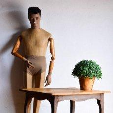 Antiquitäten - Mesa de madera con bonito diseño curvo de las patas - 130000919