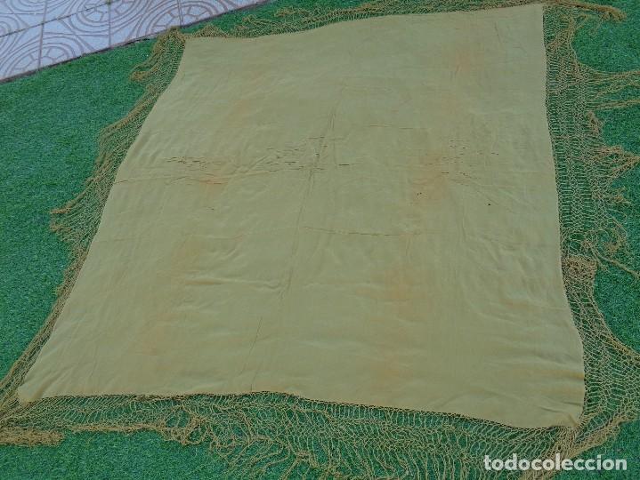 Antigüedades: Bonito Mantón de Manila de color mostaza liso - Foto 3 - 130006663