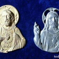 Antigüedades: LOTE 2 APLIQUE PLACAS PARA PUERTA EN RELIEVE DEL FIN. SIGLO XIX CRISTO SAGRADO CORAZON. Lote 130135103