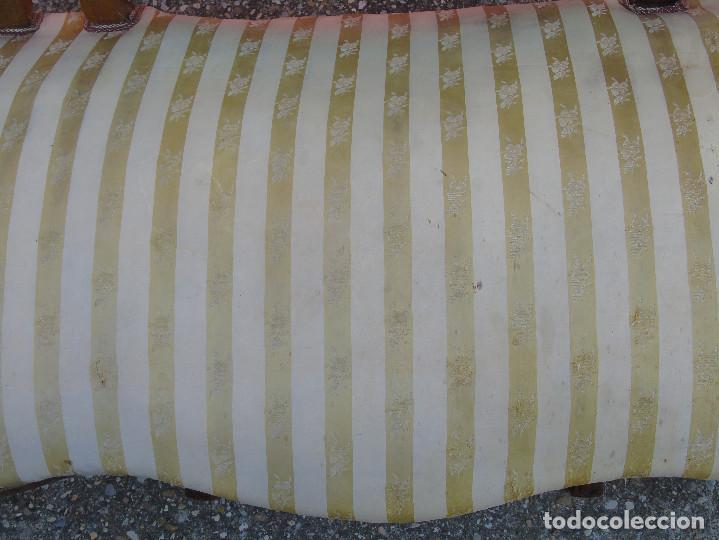 Antigüedades: ANTIGUO SOFA, TRESILLO, DE MADERA Y TAPICERÍA DE SEDA. PRINCIPIOS SG XX. - Foto 11 - 130200671